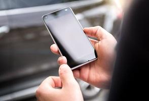 ویژگی های گوشی مناسب خانم ها و معرفی مدل های مناسب بانوان